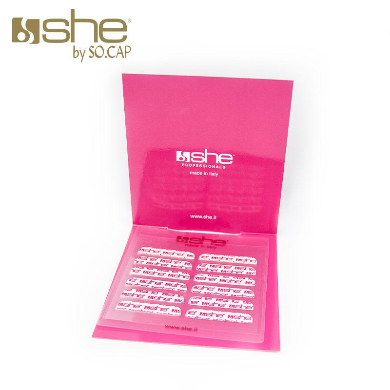 Detalle del recambio de adhesivas de la marca She
