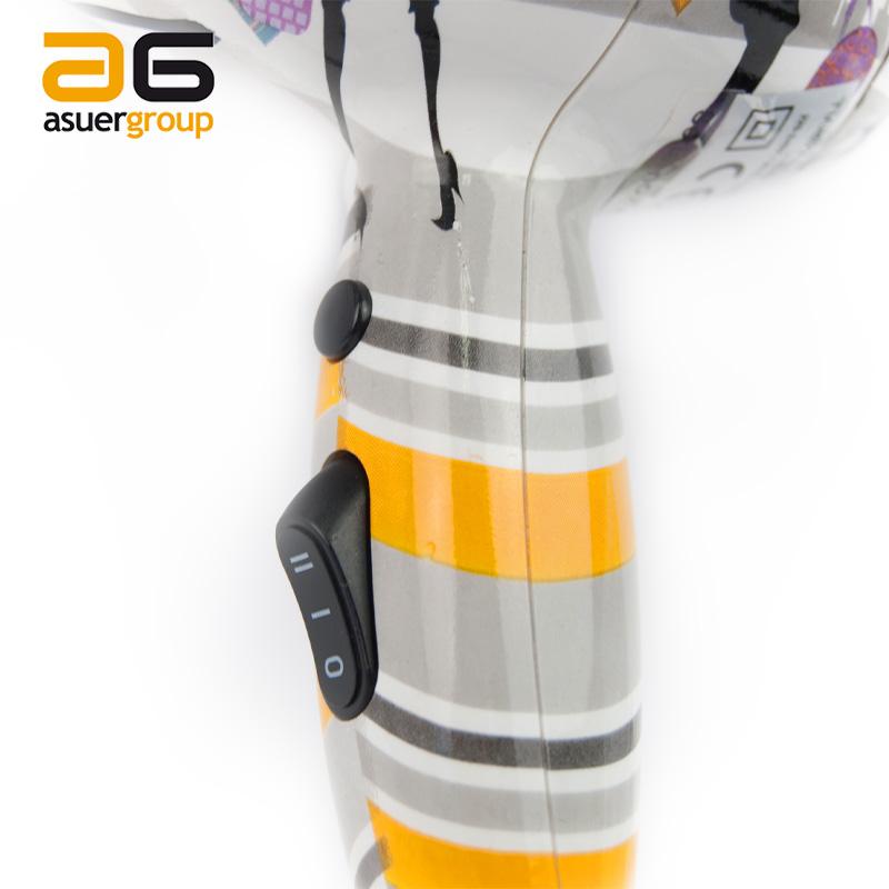 Detalle de las dos velocidades y botón de frío del secador de viaje Twister